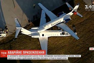 В аеропорту американського штату Техас випадково зіштовхнулись два літаки