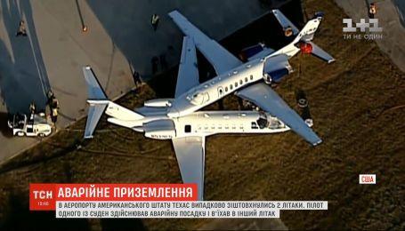 В аэропорту американского штата Техас случайно столкнулись два самолета
