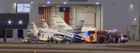 В США самолет после приземления врезался в другой авиалайнер