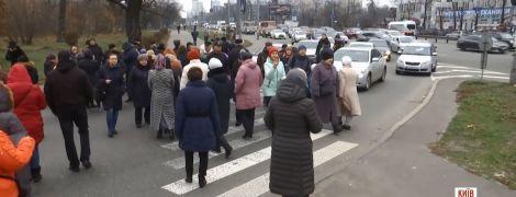 Подробности перекрытия проспекта в Киеве: драки с водителями и пропавшие миллионы гривен