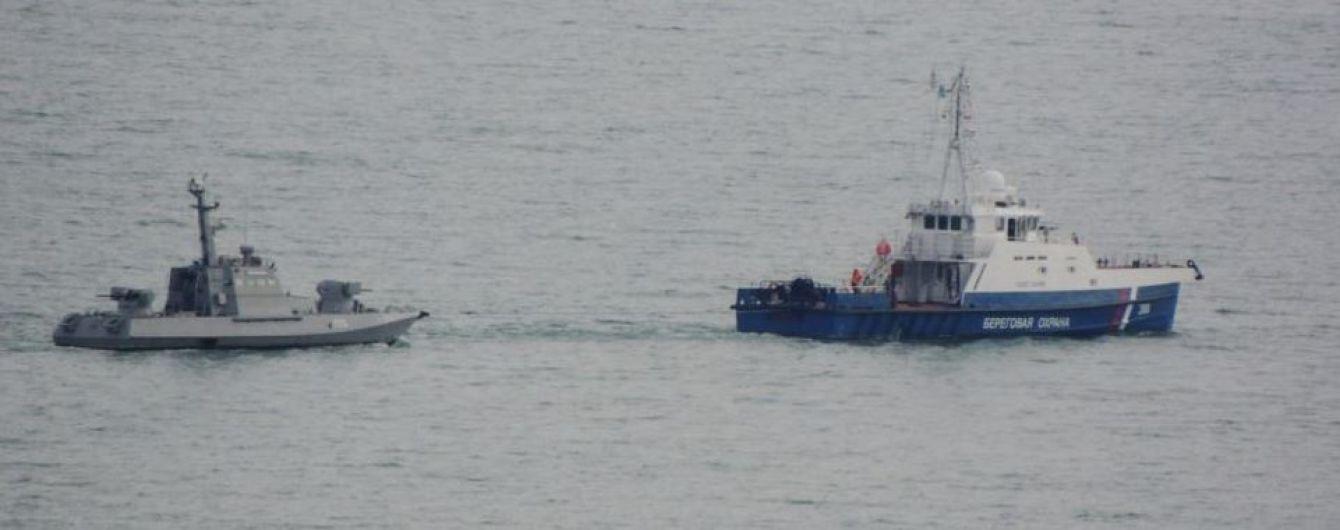 Захваченные украинские корабли выводят из оккупированной Керчи – Крым.Реалии