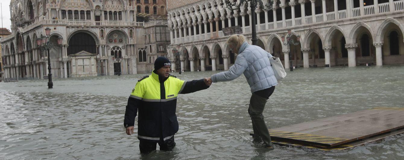 Венеція протистоїть третій великій хвилі припливу. Вода піднялася на півтора метра