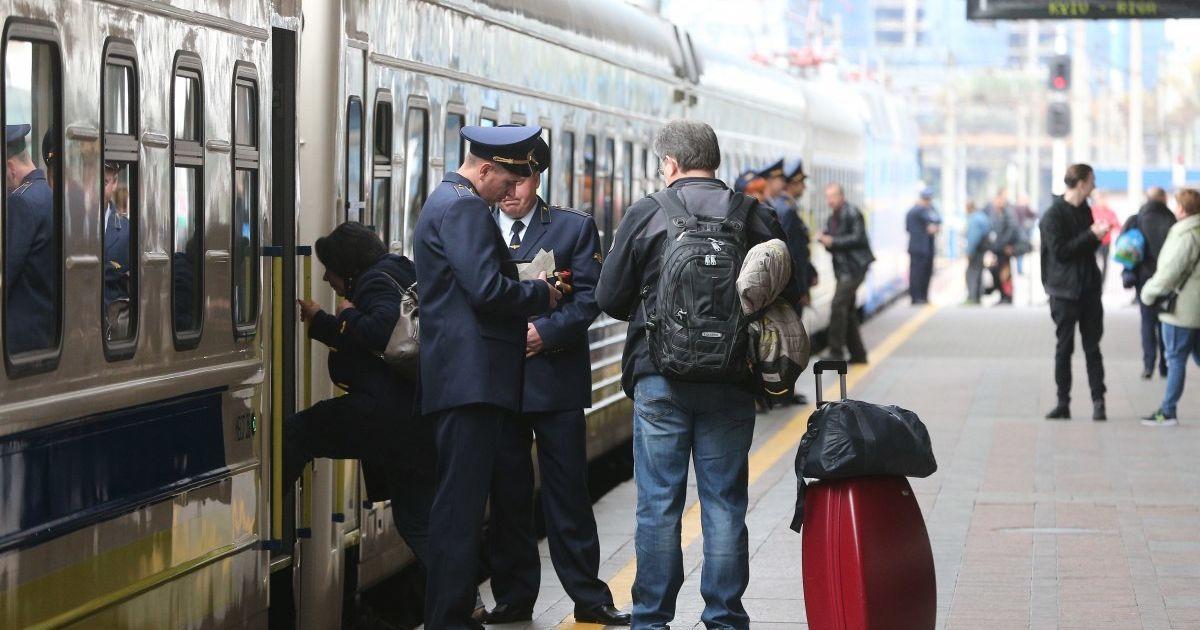 """""""Укрзализныця"""" назначила дополнительный поезд Интерсити к 8 Марта"""