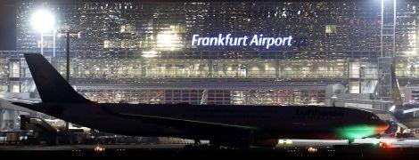 В Германии в аэропорту столкнулись пассажирские самолеты