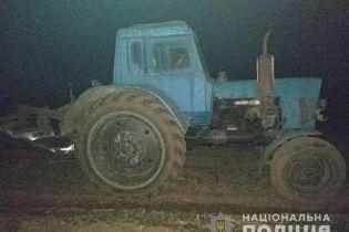 В Винницкой области со стрельбой задерживали пьяного водителя трактора, который наехал на женщину