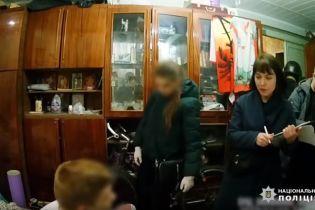 В Киеве задержали мужчин, которые избили охранника магазина до реанимации
