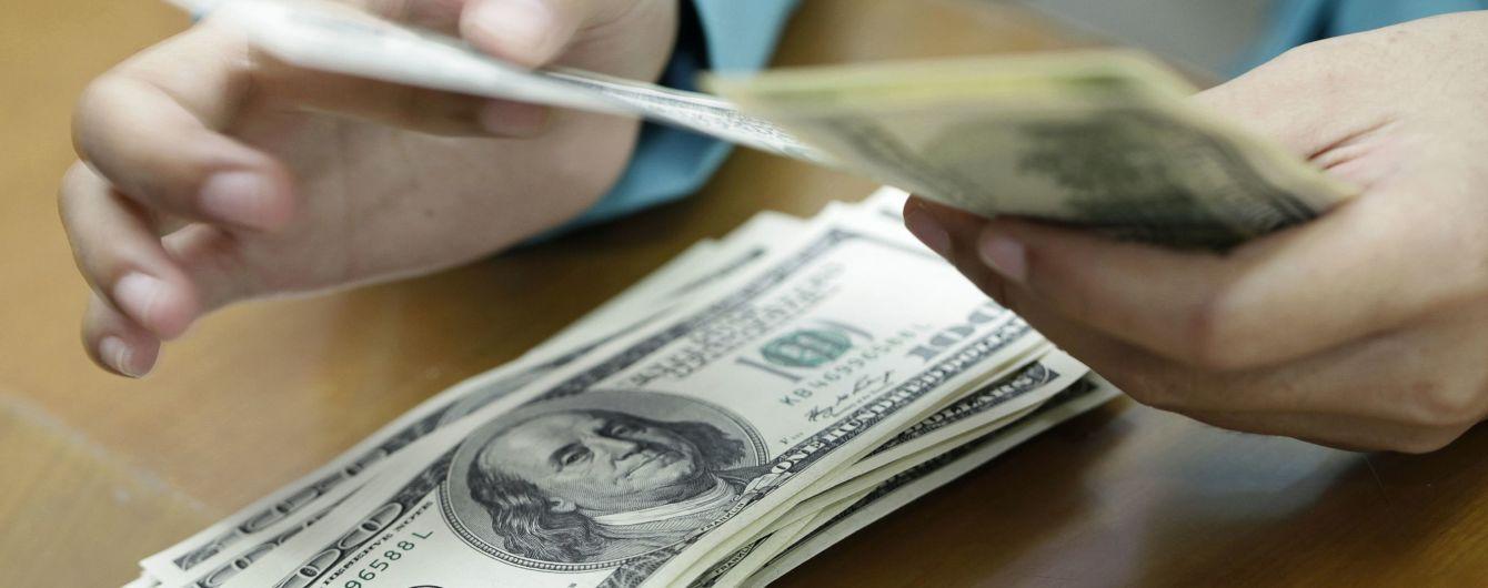 Доллар снова упал и приближается к 24 гривнам. Курсы валют Нацбанка на 19 ноября