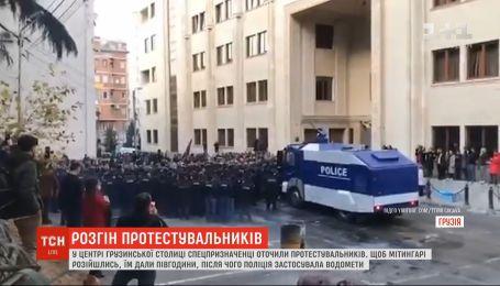 В Тбилиси спецназначенцы применили водометы для разгона протестующих