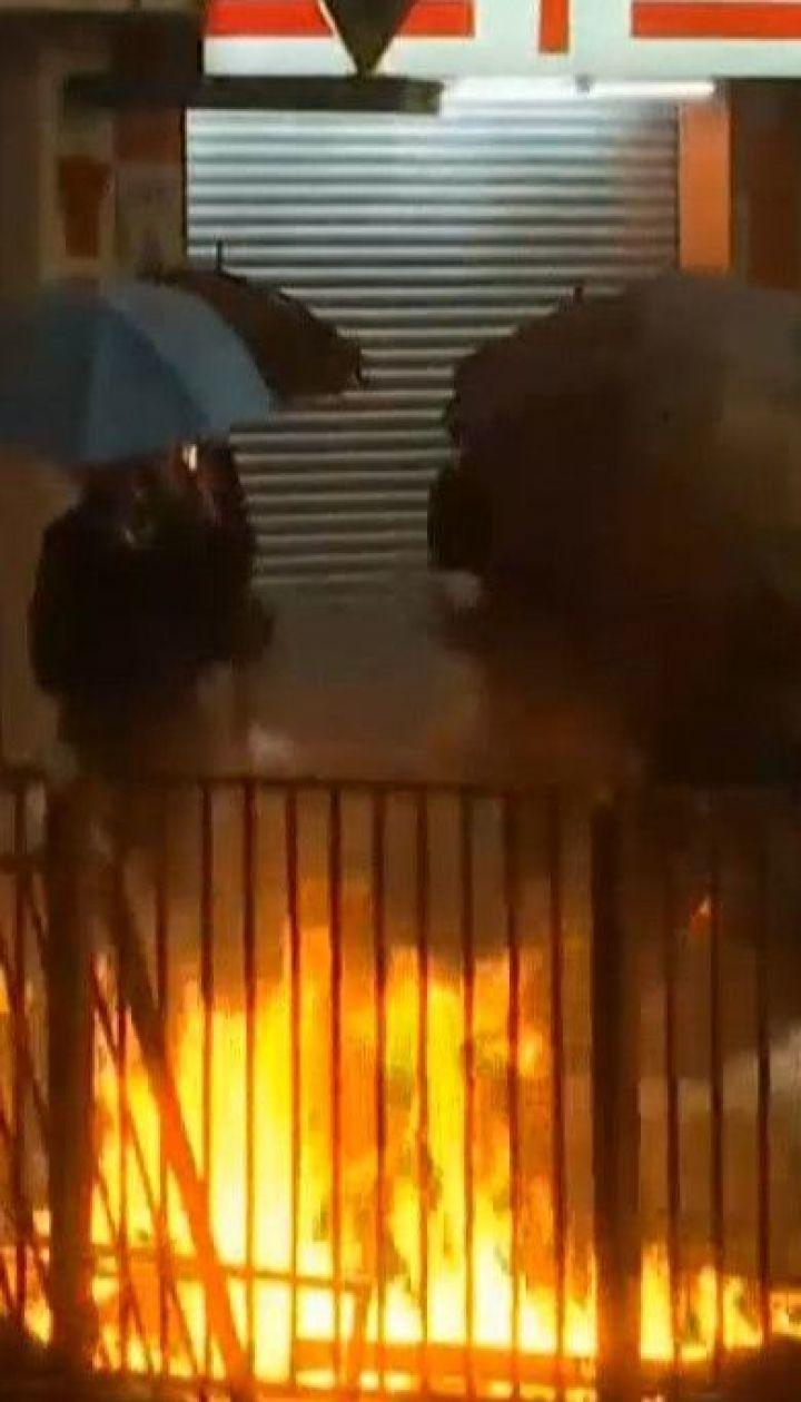 В Гонконге полиция осадила политехнический университет: о развитии событий