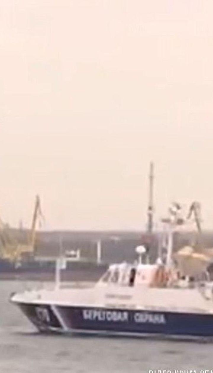 Россияне вывели из строя корабли, захваченные в Керченском проливе. В Украину судна тянут буксиры