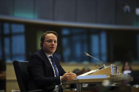 """ЄС не змінить політику санкцій щодо Росії без прогресу """"Мінська"""" - єврокомісар Варгеї"""