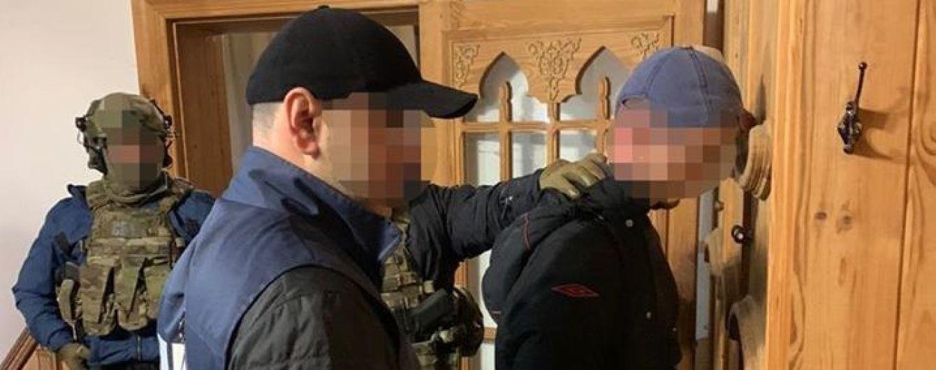 На Донетчине на взятке в 50 тысяч гривен задержали двух полицейских