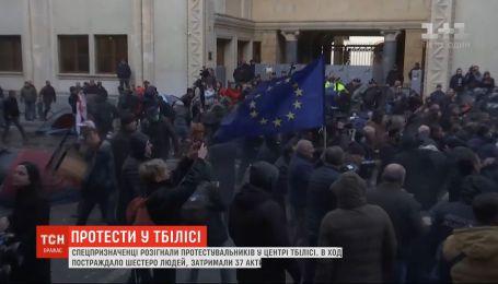 37 затриманих та 6 постраждалих – у Грузії стались сутички між активістами та силовиками