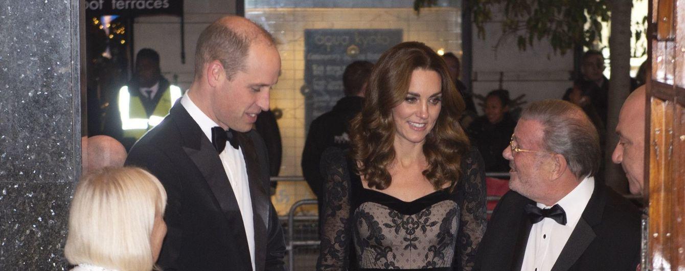 Розкішні Кейт Міддлтон у мереживній сукні та принц Вільям відвідали театр