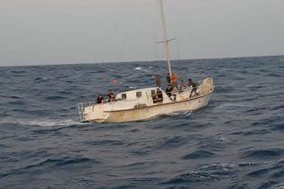 У берегов Италии поймали яхту с 74 нелегальными мигрантами. Среди задержанных украинцы