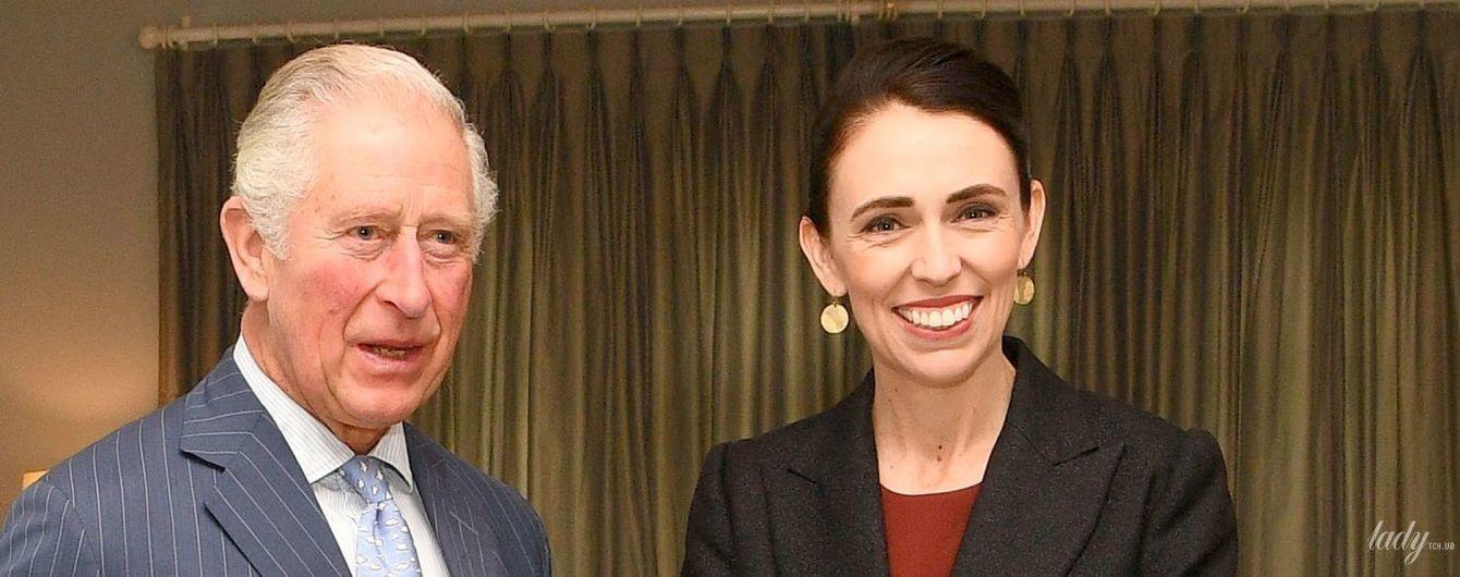 Премьер-министр Новой Зеландии Джасинда Ардерн надела терракотовое платье на встречу с принцем Чарльзом