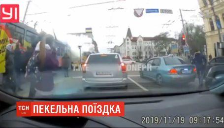 Спекотна поїздка: у середмісті Дніпра під час руху загорівся трамвай