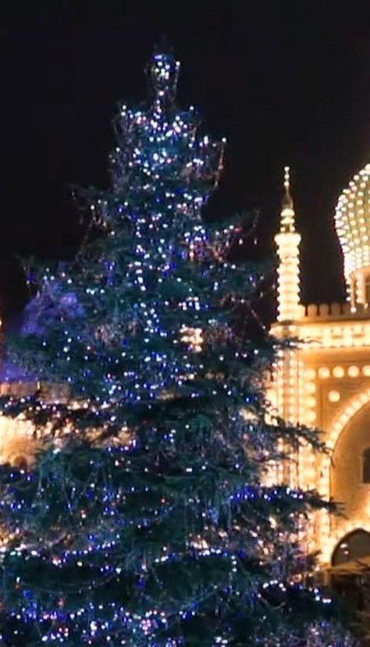 Ялинка в кристалах і Санта на острові: світ стрімко огортає різдвяним настроєм