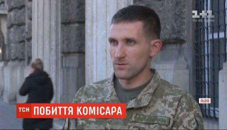 Во Львове соседи призывника избили работника военкомата, который принес повестку