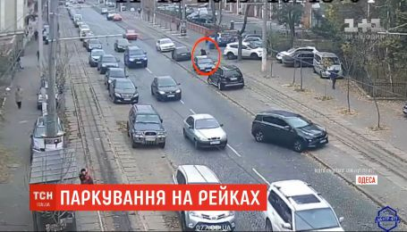 В Одессе камеры наблюдения зафиксировали очередную героиню парковки