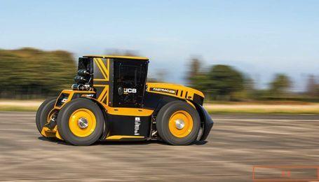Британец установил новый мировой рекорд скорости на тракторе. Видео