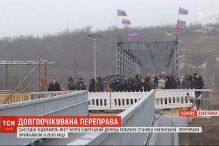 У Станиці Луганській урочисто відкрили міст: приймати роботу прибув президент