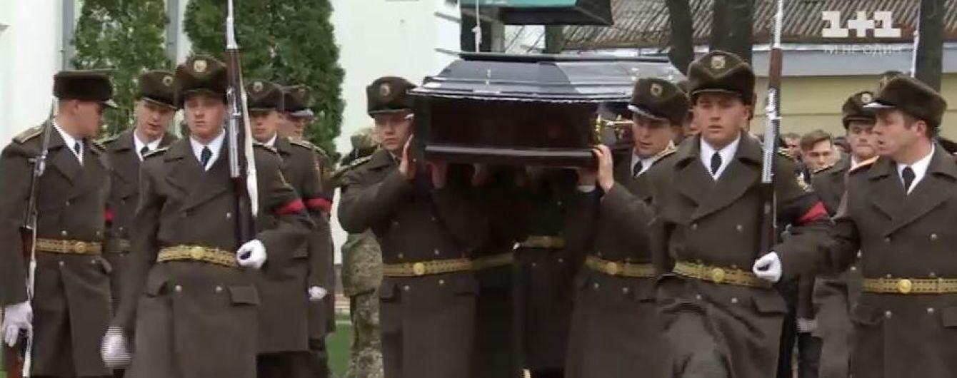 В Сумах тысячи людей простились с легендарным комбригом Коростелевым