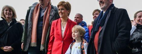 Похудела и выглядит отлично: первый министр Шотландии в красном костюме выступила перед активистами