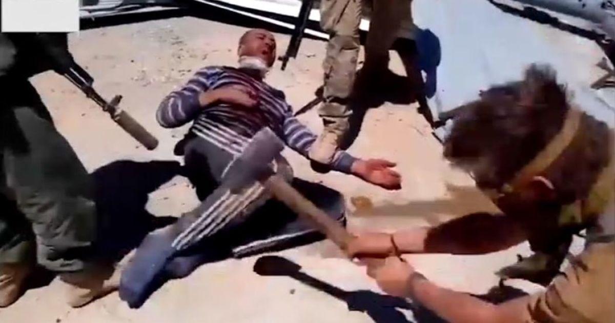 Били кувалдой, отрубили голову и руки, а потом сожгли. Журналисты нашли одного из палачей-россиян, которые убили человека в Сирии