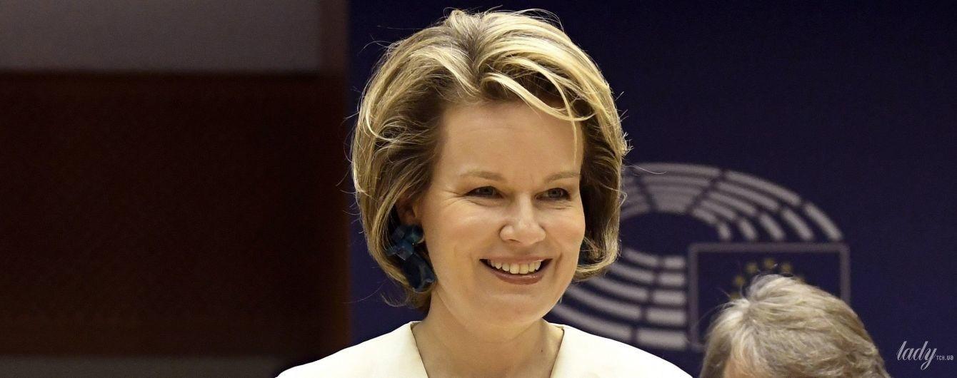 Яка стильна: королева Матильда в діловому образі відвідала Європарламент