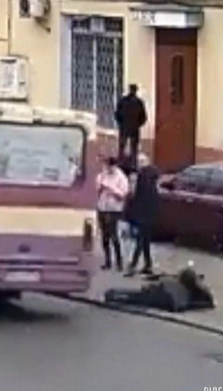 Женщину с травмами госпитализировали в Одессе после падения из маршрутки во время движения