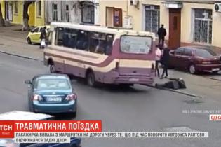 В Одесі жінка на ходу випала з автобуса і частково втратила пам'ять