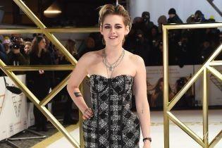 """В дуже дивній сукні: Крістен Стюарт представила фільм """"Ангели Чарлі"""" в Лондоні"""