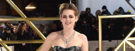 """В очень странном платье: Кристен Стюарт представила фильм """"Ангелы Чарли"""" в Лондоне"""