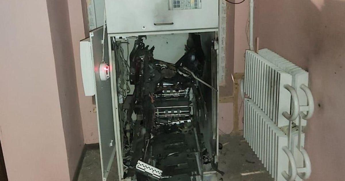 Під Харковом невідомі підірвали банкомат