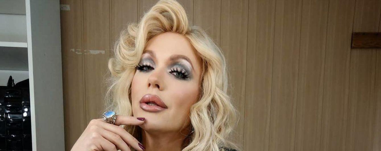 """""""Лысая"""" и с ярким гримом травести-дива Монро снялась в стильной фотосессии"""