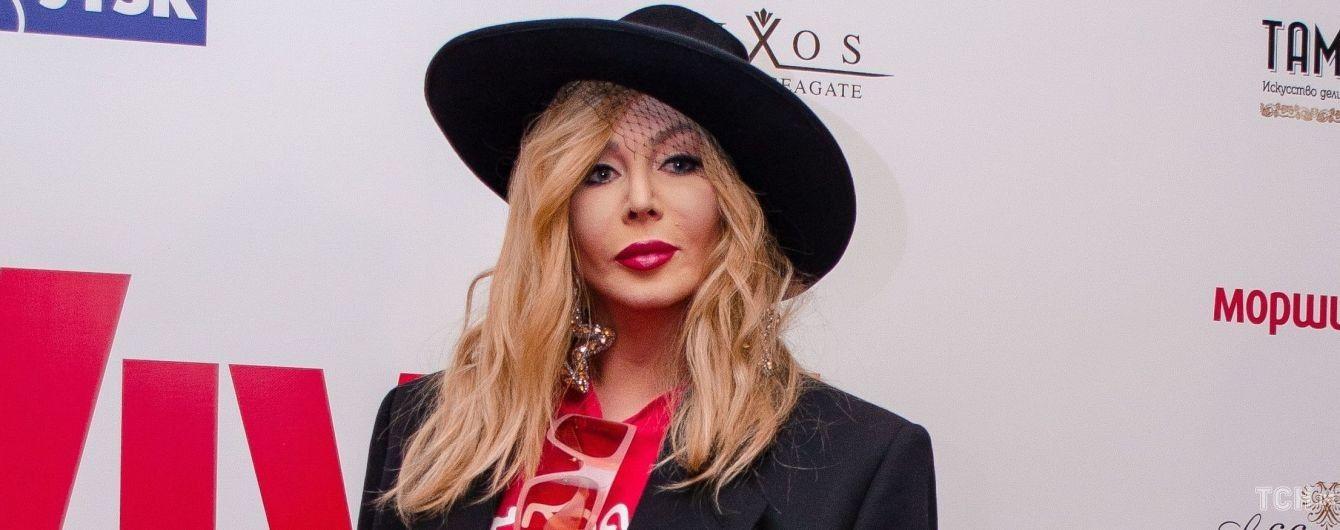 У капелюсі, футболці і червоних чоботях: стильна Ірина Білик на дні народженні журналу Viva!