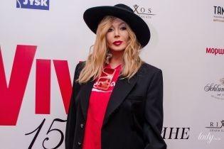В шляпе, футболке и красных сапогах: стильная Ирина Билык на дне рождения Viva!
