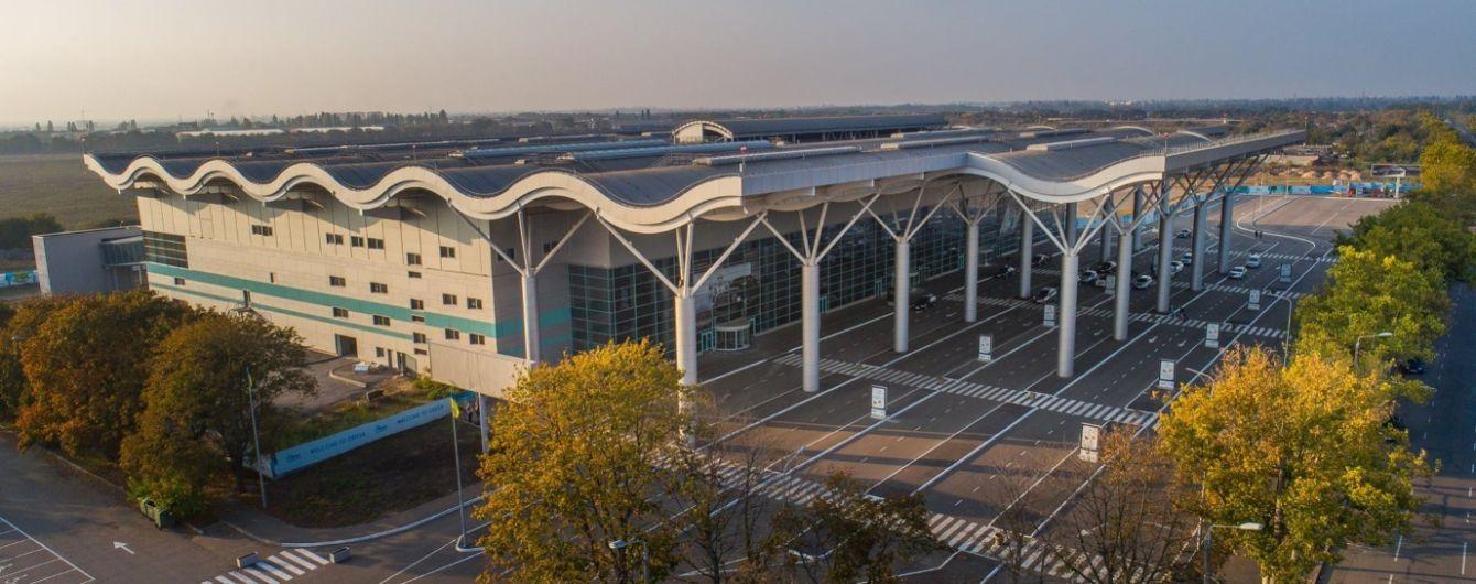 """В аэропорту """"Одесса"""" вылет рейсов Ernest Airlines перенесли в новый терминал"""