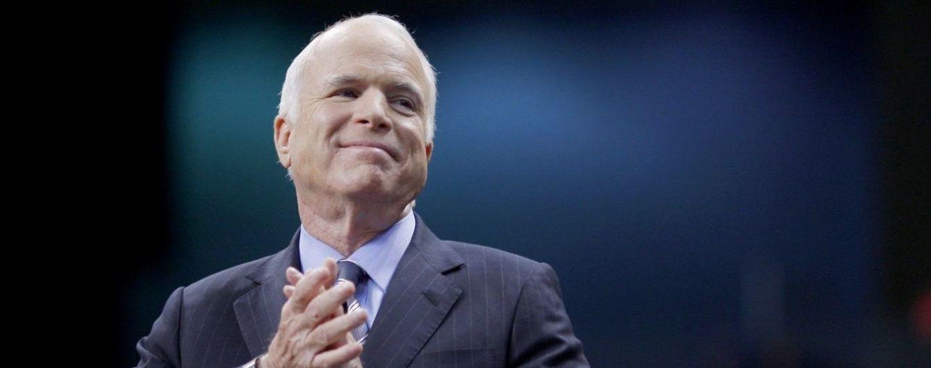 """На украинском выйдет книга """"Мятежная волна. Добрые времена, праведные дела, великие битвы и другие победы"""" Джона Маккейна"""