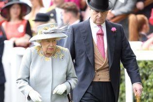 В дело вмешалась Елизавета II: замешанный в секс-скандале принц Эндрю больше не будет выполнять некоторые королевские обязанности