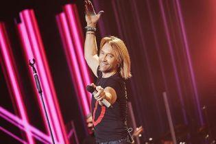 Олег Винник випустив новий ритмічний трек про кохання російською мовою