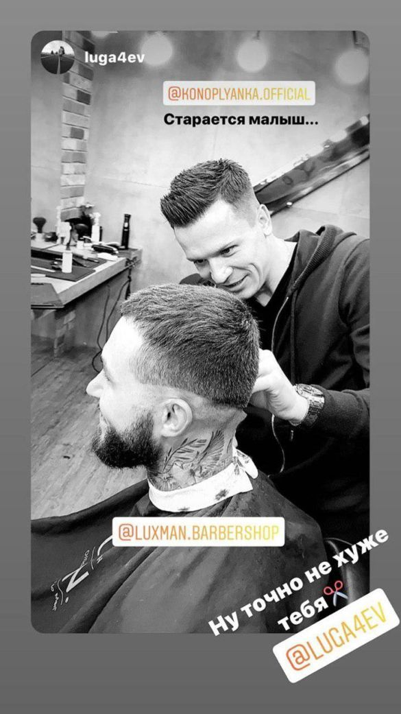 Коноплянка в ролі перукаря