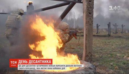 Ко Дню десантно-штурмовых войск курсанты прошли искусственную зону боевых действий
