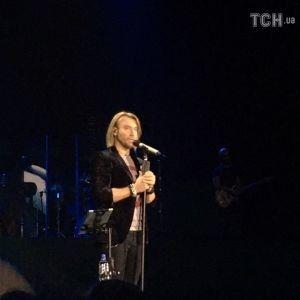 Во время концерта Олега Винника фанатки дубасили друг друга и таскали за волосы