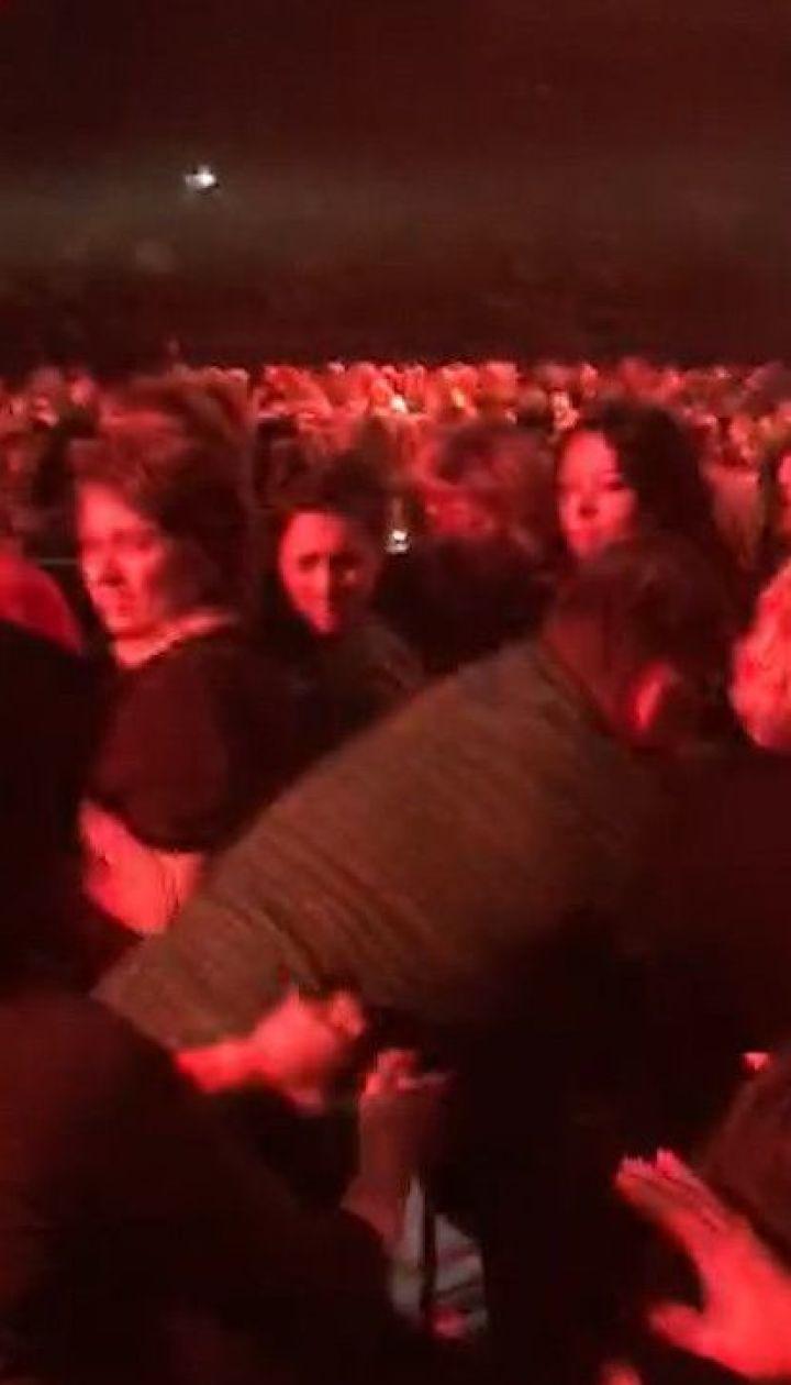 На концерте Олега Винника подрались фанатки за место поближе к сцене