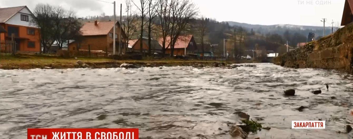 Свобода без дороги, но с неповторимой природой: как живет украинское село с красивым названием