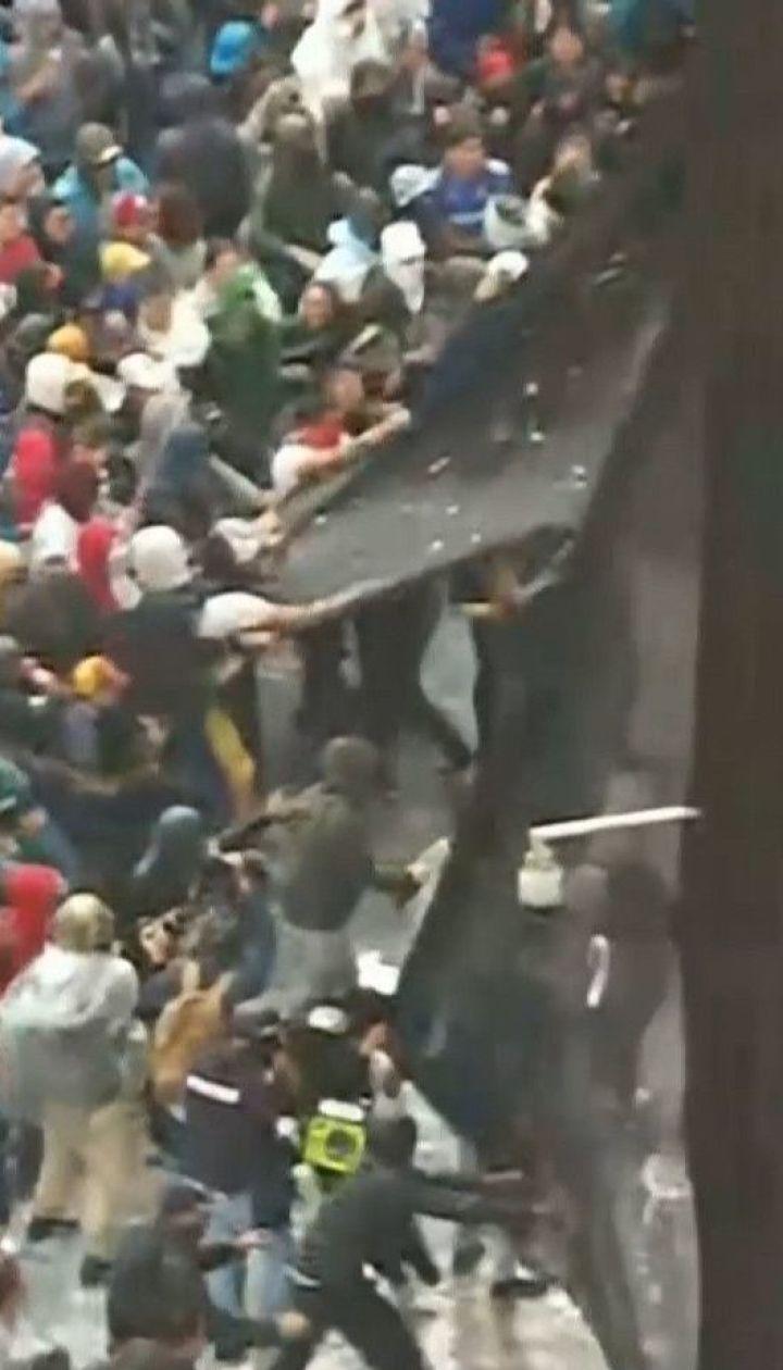 Массовые протесты колумбийцев из-за бездействия власти закончились столкновениями с полицией