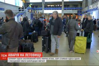 В аэропорт в Одессе прибудет комиссия из Турции, чтобы решить, что делать с аварийным самолетом