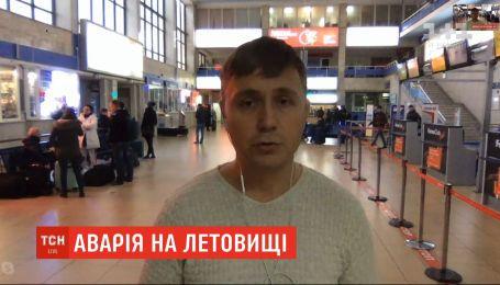 До 12 години в аеропорту Одеси скасували всі рейси через аварійну посадку літака